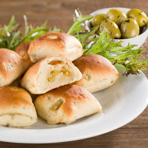 Mini-Focaccia gefüllt mit Oliven